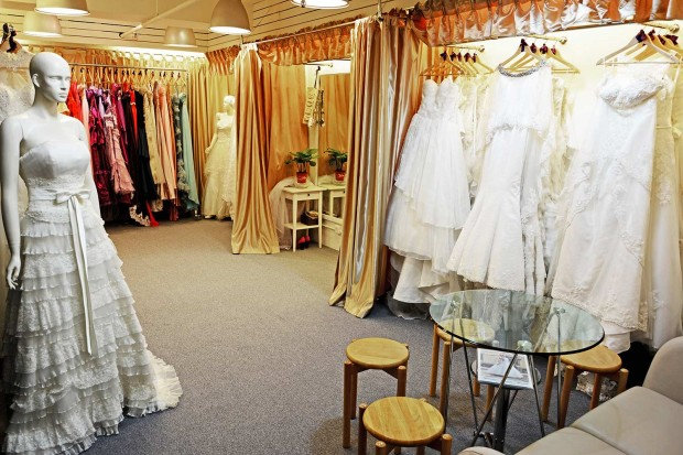 UMB showroom is spacious and welcoming for various wedding services 本婚紗店地方寬敞, 環境舒適, 私隱度高, 準新人可以輕鬆試婚紗禮服