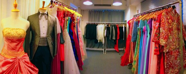 Besides wedding gowns, our showroom also offers wide range of evening gowns, Chinese gowns and tuxedos 除了婚紗, 本店亦備有多款新娘晚裝, 中式裙褂及新郎禮服