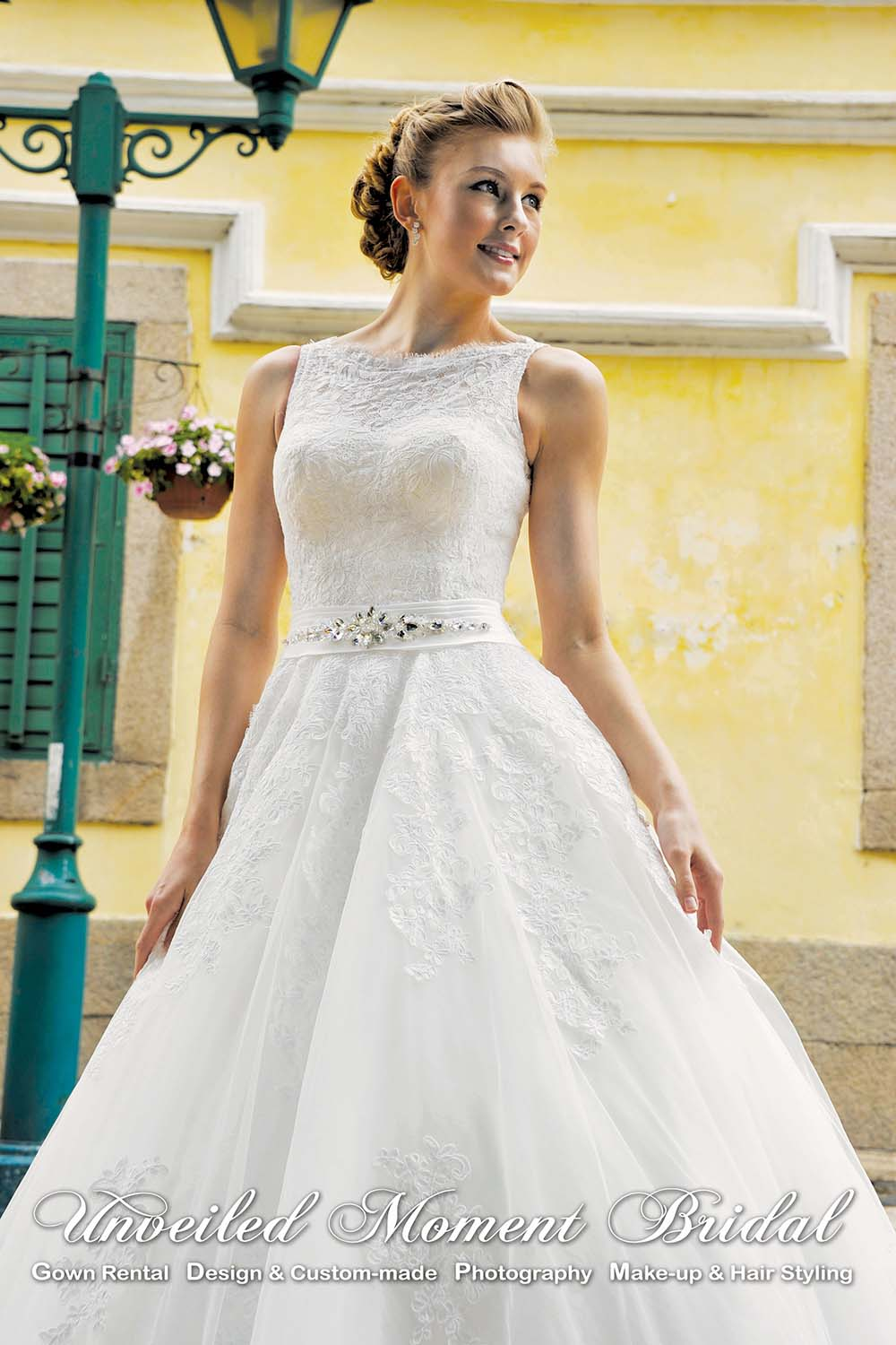 Sleeveless, floor-length, lace-up wedding gown with a keyhole open back 無袖, 蕾絲, 心形美背, 齊地傘裙款婚紗