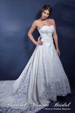 無肩帶low-cut, 心形胸, 蝴蝶結拖尾, 釘珠蕾絲, 長拖尾婚紗 Strapless, sweetheart neckline wedding gown with embellished lace appliques chapel train and accentuated bow