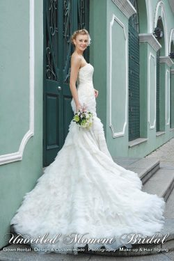 Strapless, mermaid-style wedding dress with a lace bodice, and a layered court-train 無肩帶low-cut, 魚尾款, 蕾絲配飾上身, 多層紗長拖尾婚紗