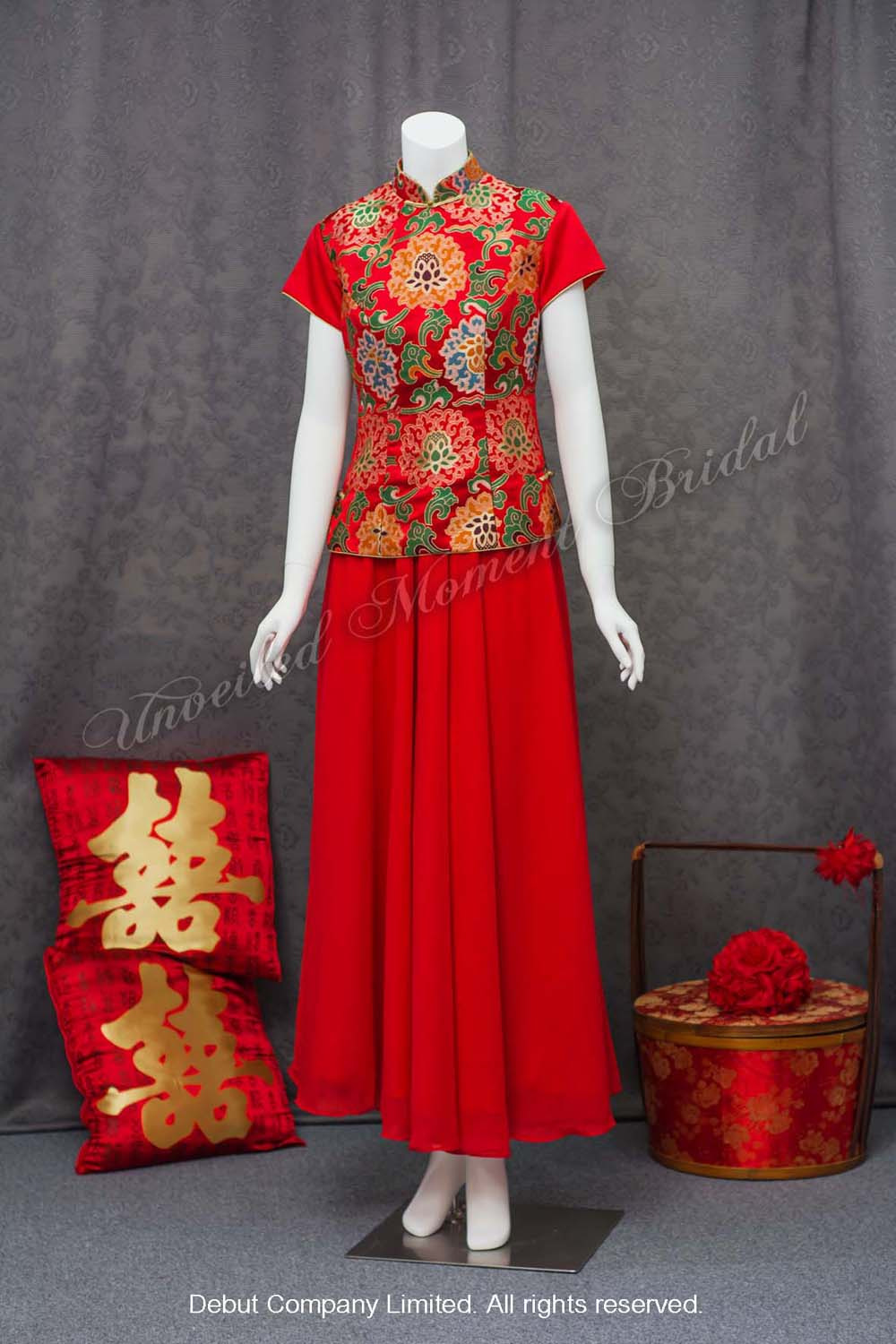 Chinese Evening Gown with decorative peony embroideries 企領牡丹刺繡中式晚裝