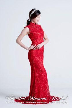 小拖尾, 無袖, 中式企領, 紅色蕾絲晚裝 Sleeveless, Chinese high collar lace evening dress with court train. Colour: Red