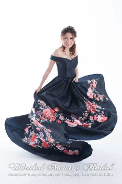 Off-the-shoulder evening gown with a flower printed box pleat skirt, Colour: Royal blue 一字膊, 心形領口, 寶藍色光面絹花裙晚裝