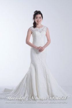 Sleeveless, Mermaid, lace wedding dress with a see-through low-court back and a court train 無袖背心, 蕾絲透視圓領, 拖尾, 魚尾婚紗