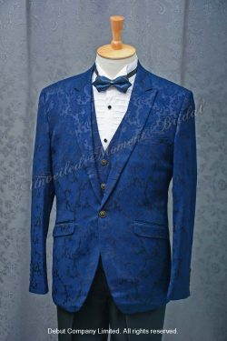 Blue suit-style tuxedo with matched colour waistcoat and blue bow 藍色領結, 藍色背心, 修身西裝款寶藍色暗花新郎禮服