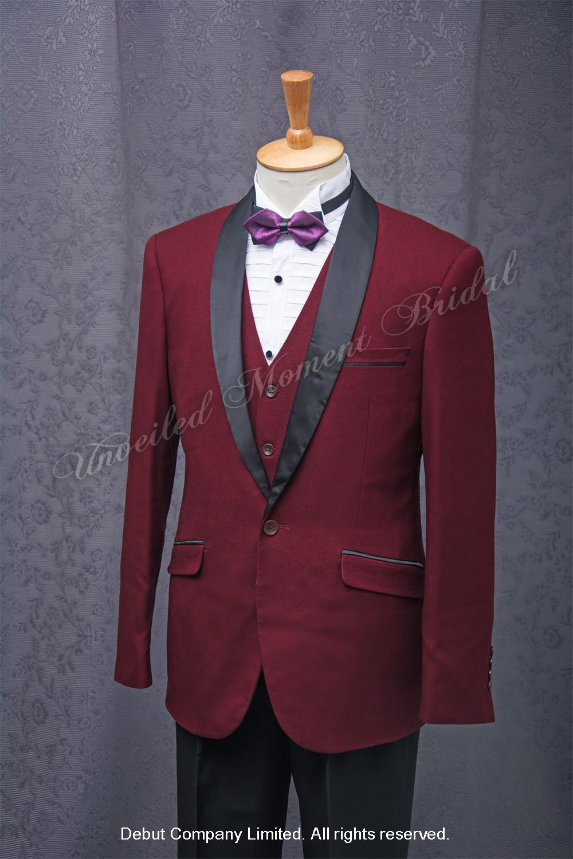 Burgundy suit-style tuxedo with black collar, burgundy waistcoat and purple bow 紫色領結, 酒紅色背心, 黑色披肩領, 修身西裝款酒紅色新郎禮服