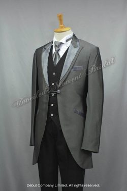 Metallic grey cutaway tuxedo with a contrasting notched lapel collar matched with a jeweled wing collar shirt, a eurotie, and a jeweled waistcoat 銀灰色領呔, 黑色馬甲背心, 銀灰色圓腳燕尾新郎禮服