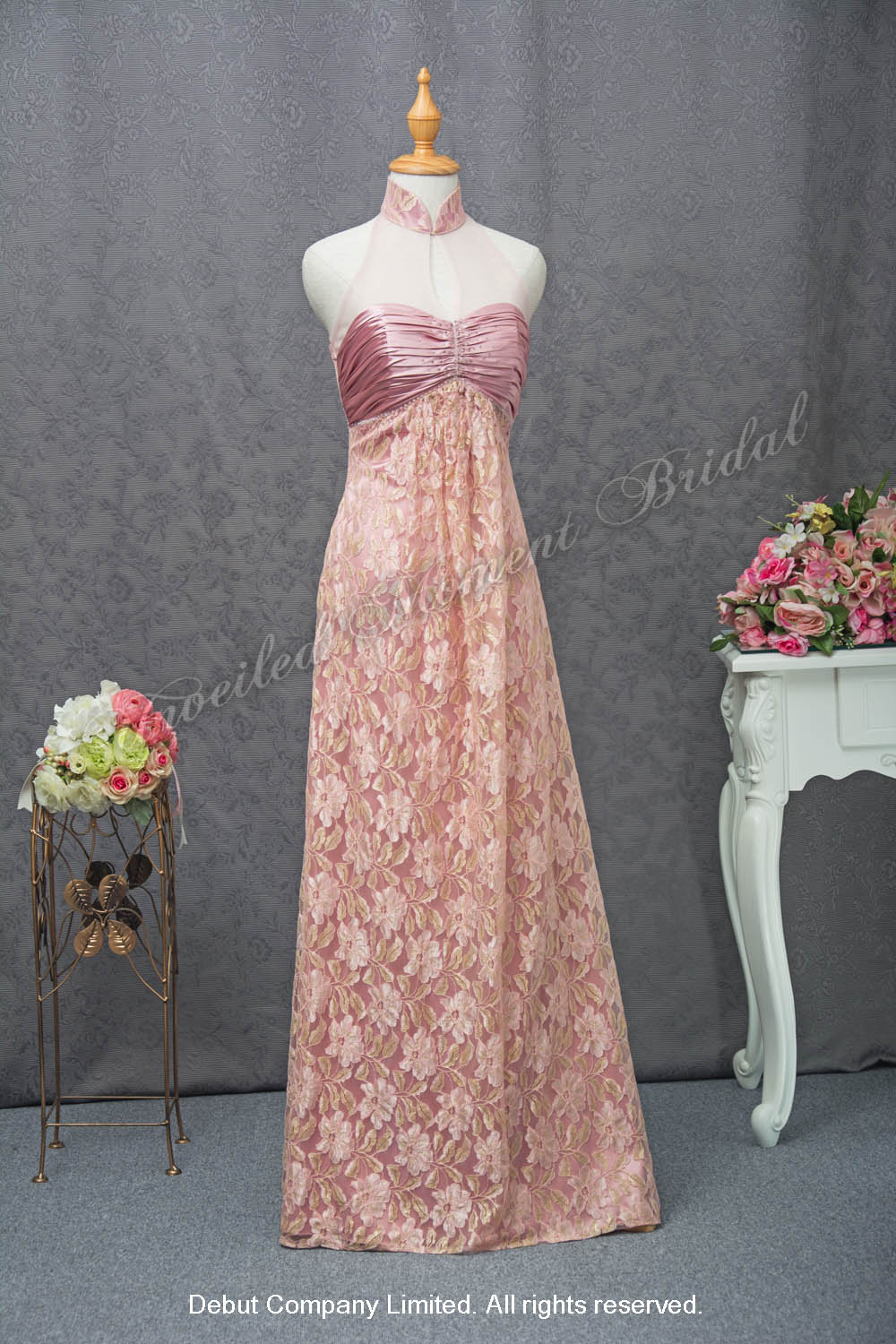 Chinese high collar, halter neckline, empire waistline mother of bride lace evening dress with a ruched bodice. Colour: Matte Pink 高腰企領入膊款蕾絲粉紅色媽咪晚裝裙