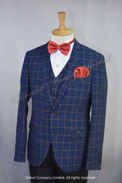 British-style plaid tuxedo, matched with plaid waistcoat and red bow. 紅色領結, 紅色袋巾, 格仔馬甲背心, 英式格仔西裝款新郎禮服