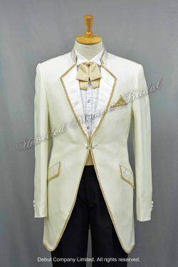 White cutaway tuxedo with a gold edge lapel collar matched with a gold bow and a cummerbund 金色蝴蝶領呔, 金色腰封, 白色圓腳燕尾新郎禮服