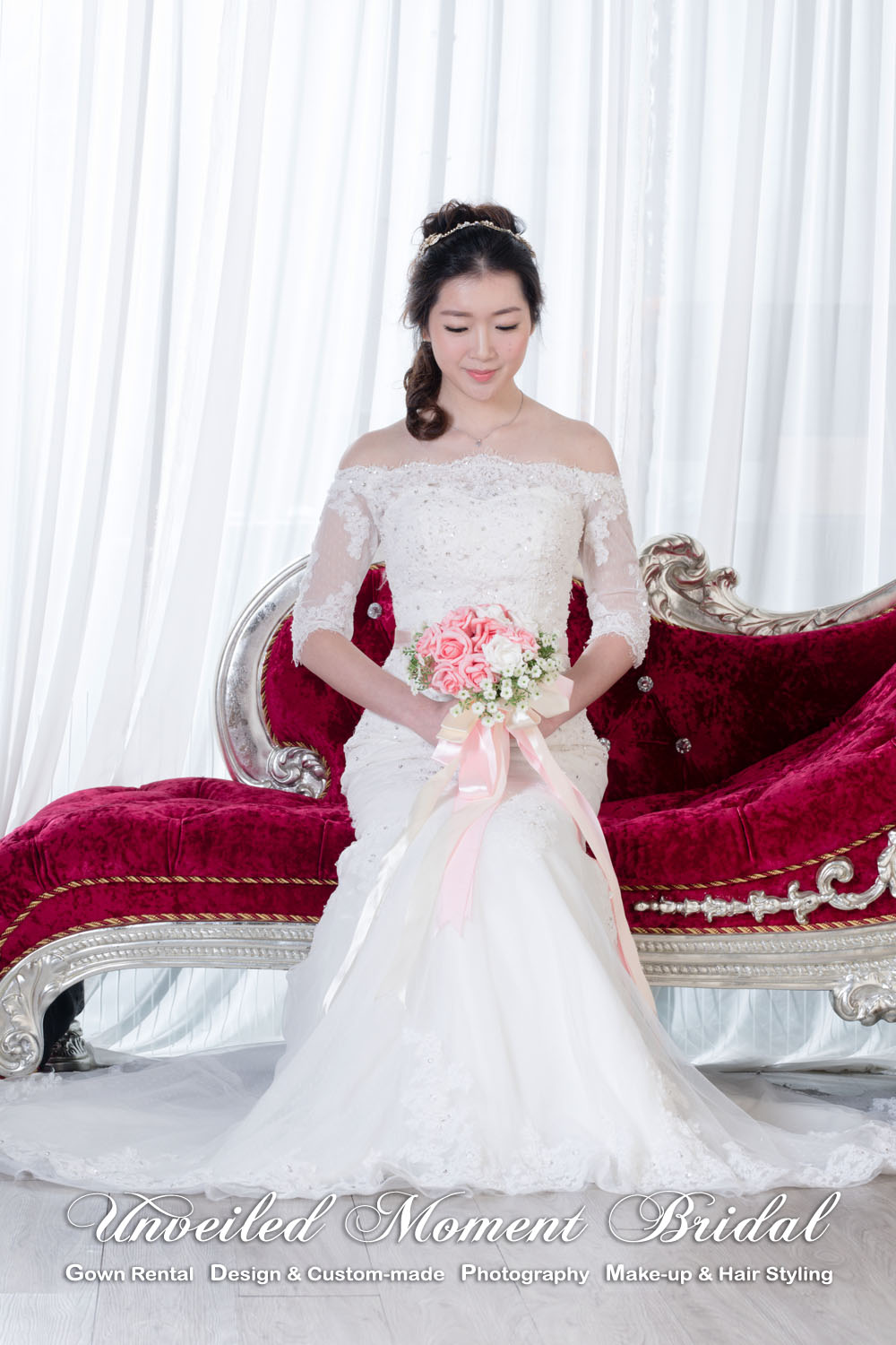 Off-the-shoulder, quarter sleeved, mermaid, lace wedding gown with a contrasting colour waist band, and a court train 一字膊, 中袖, 蕾絲釘珠, 香檳色腰帶, 拖尾, 魚尾婚紗