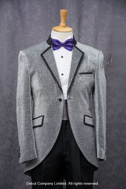 Metallic silver cutaway tuxedo with a contrasting notched lapel collar matched with a purpler bow tie, and a silver cummerbund 紫色領呔, 銀色腰封, 銀色圓腳燕尾新郎禮服