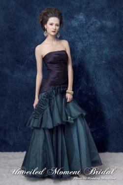 無肩帶 low-cut, 喇叭款, 打褶上身, 雙色晚裝裙 Strapless, trumpet-style, contrasting colour evening gown with ruffled pleats