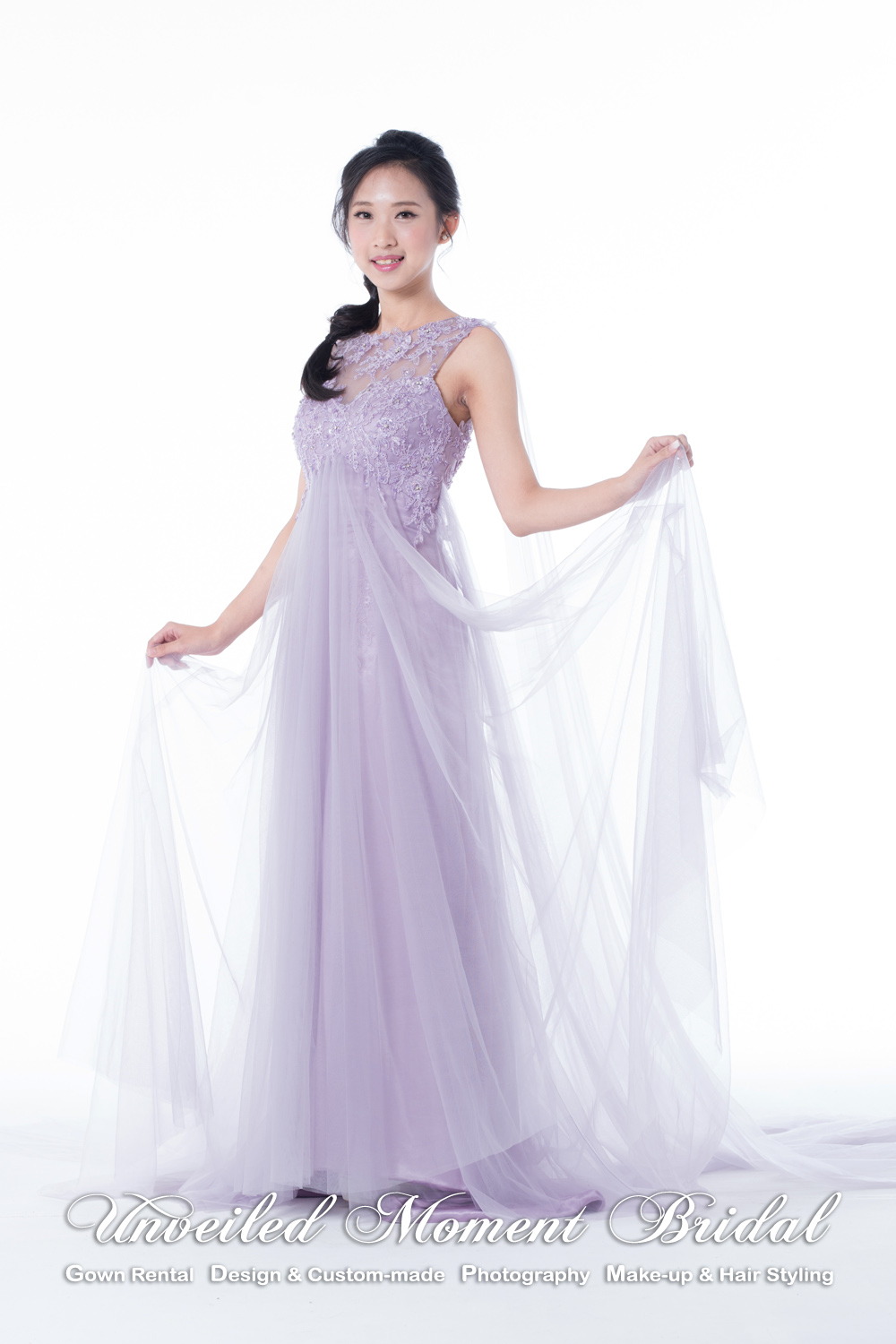 Sleeveless evening gown with sweetheart and see-through boat neckline, see-through low back, lace embellishments and watteau. Colour: Light purple 心形胸, 透視薄紗圓領, 蕾絲釘珠, 透視美背, 飄逸輕紗長披肩及拖尾晩裝