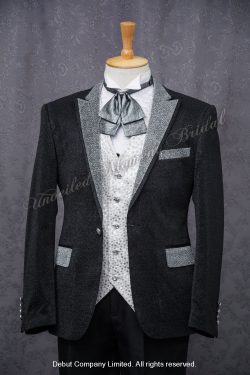 Black suit-style tuxedo with silver white shawl collar, pocket welts and shank buttons, matched with silver polka dots waistcoat and bow 銀灰色蝴蝶領結, 銀色圓點馬甲背心, 銀色尖領黑色西裝款絲絨新郎禮服