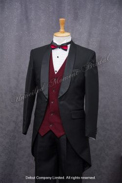 Black cutaway tuxedo matched with a two-tone-colour bow tie and red waistcoat 紅黑雙色領呔, 紅色馬甲背心, 黑色圓腳燕尾新郎禮服