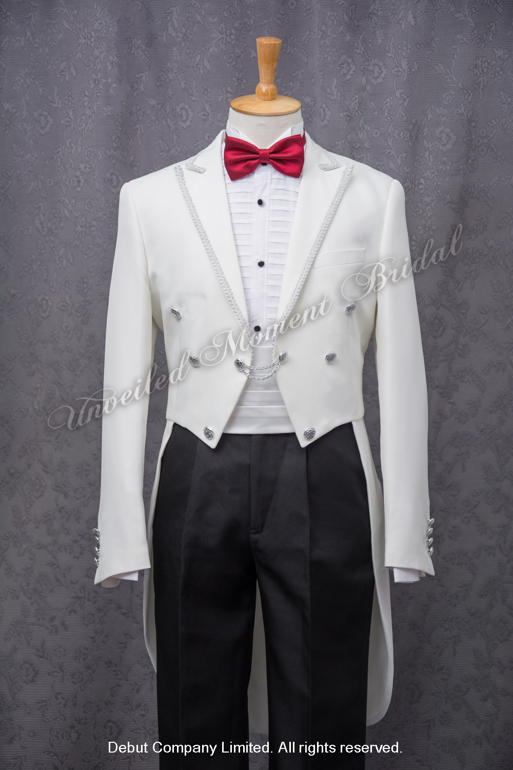 Peak-lapel collar white tuxedo with silver trim and buttons, matched with white cummerband and red bow tie 紅色領結, 白色腰封, 銀邊縫飾, 前短後長燕尾白色新郎禮服