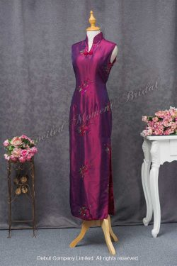 Sleeveless, fuchsia Mother-of-the-Bride QiPao with floral pattern embroidery 紫紅色繍花媽咪旗袍