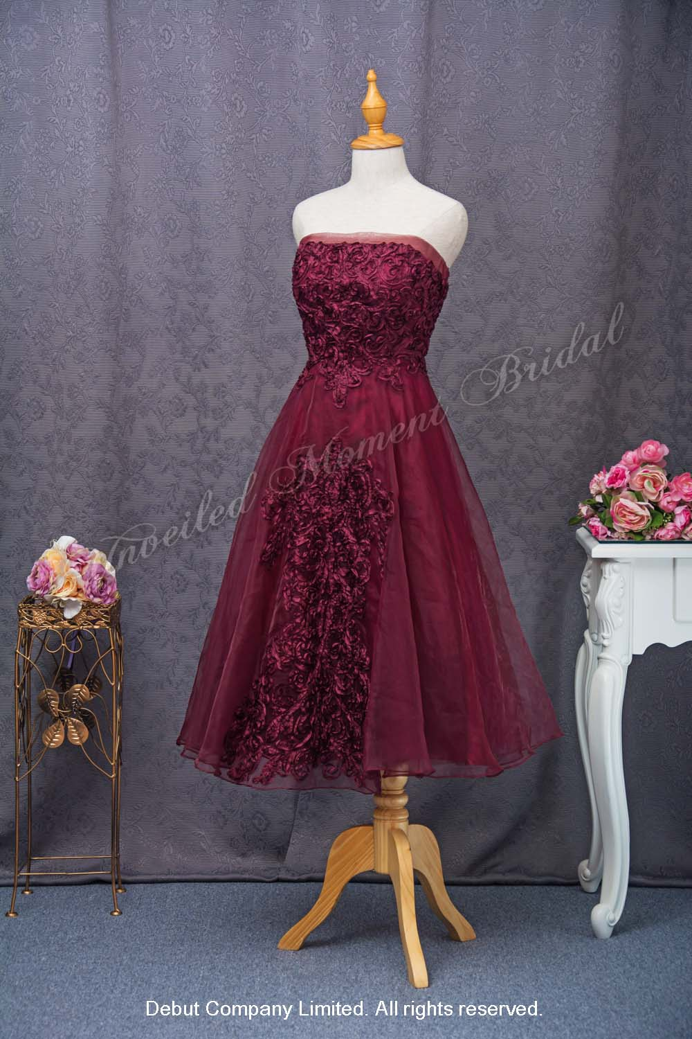 Strapless, short skirt with accentuated flowers party dress. Colour: Purple 無袖low-cut, 立体花飾, 紫色短款晩宴裙