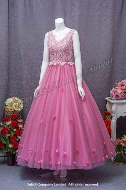 無袖, V領, 薄紗, 蕾絲釘珠, 立體花飾裙擺亞粉紅色晚裝 Sleeveless, V-neckline, tulle evening gown, lace applique on bodice, and flower petals on skirt. Colour: Matte Pink