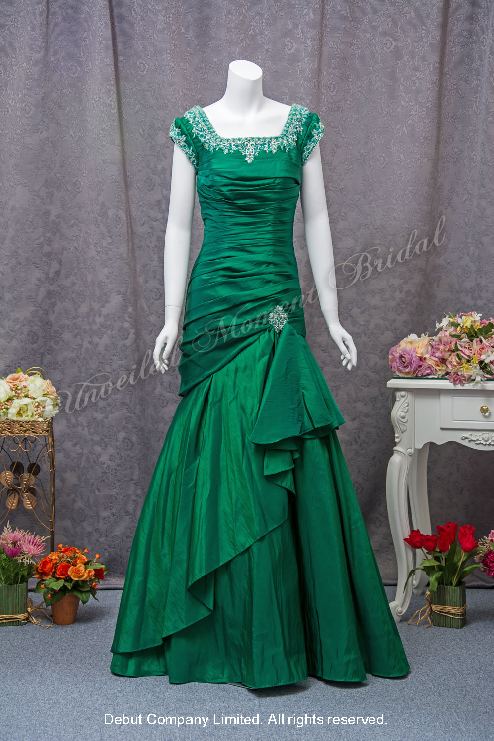 Cap sleeves trumpet mother-of-bride party evening dress in green, beaded lace trim square neckline, pleated bodice 雞翼袖, 釘珠方領, 綠色喇叭款媽咪奶奶晚裝裙