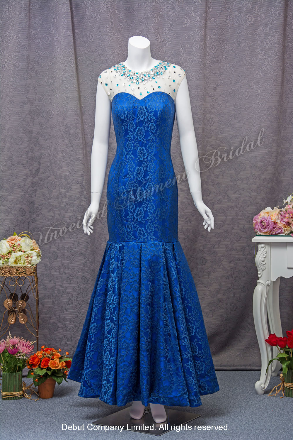 Royal Blue, cap-sleeved, trumpet lace Mother-of-Bride Dress with a decorative jeweled neckline 寶藍色, 雞翼袖, 閃石裝飾圓領, 媽咪晚裝裙