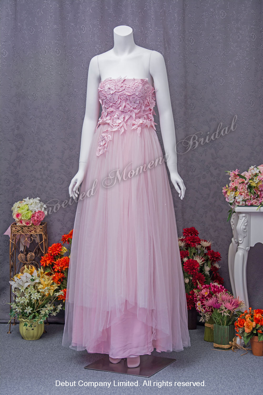 Pink, strapless party dress with lace and crystal embellishments 粉紅色, 無肩帶, 蕾絲及水晶裝飾, 多層輕紗裙擺宴會晚裝裙
