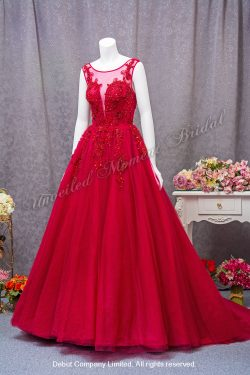 Deep-V neckline with see-through, embellished with lace appliques A-line evening gown with court train. Colour: Burgundy. 大V領, 透視蕾絲圓領, 蕾絲閃片釘珠, A-line酒紅色晩裝裙
