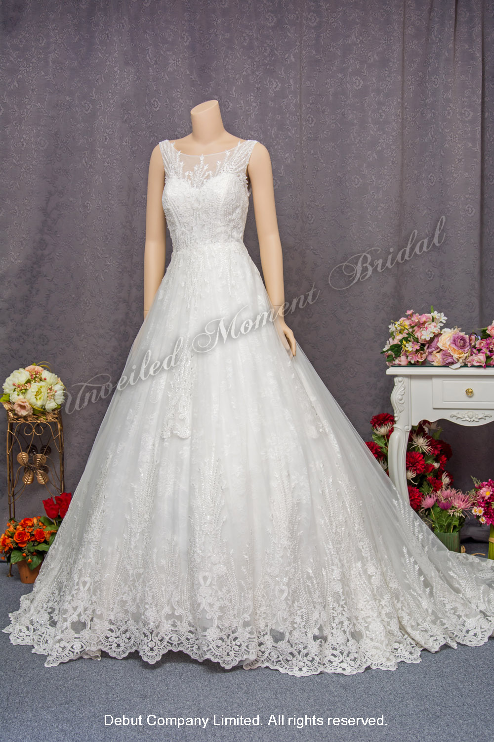 Sleeveless bridal gown with sweetheart and see-through boat neckline, see-through low back and decorated with lace appliques cathedral train 心形胸, 透視薄紗圓領, 蕾絲釘珠, 透視美背, 宮廷蕾絲花邊拖尾, 公主傘裙婚紗