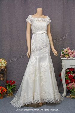Cap sleeved, trumpet lace bridal dress with a waist band and a court train 燈籠袖, 蕾絲釘珠, 腰帶, 拖尾, 喇叭款婚紗