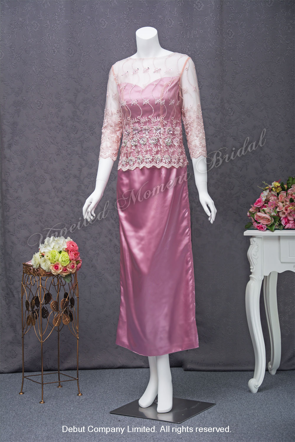 Peach mother-of-bridal dress with lace long sleeves. 薄紗蕾絲長袖桃紅色媽咪晚裝裙