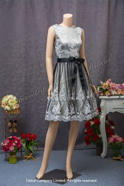 Lace embellishments, Silver Short Skirt Party Dress. 黑色輕紗, 蕾絲, 銀色短款宴會晩裝裙