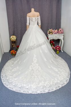 一字膞中袖, 復古蕾絲長拖尾婚紗 3/4 sleeves, off-the-shoulder wedding gown with a court train and vintage-style lace appliques