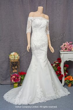 Off-the-shoulder, quarter sleeved, mermaid, lace wedding gown with a court train. 一字膊, 中袖, 蕾絲釘珠, 拖尾, 魚尾婚紗