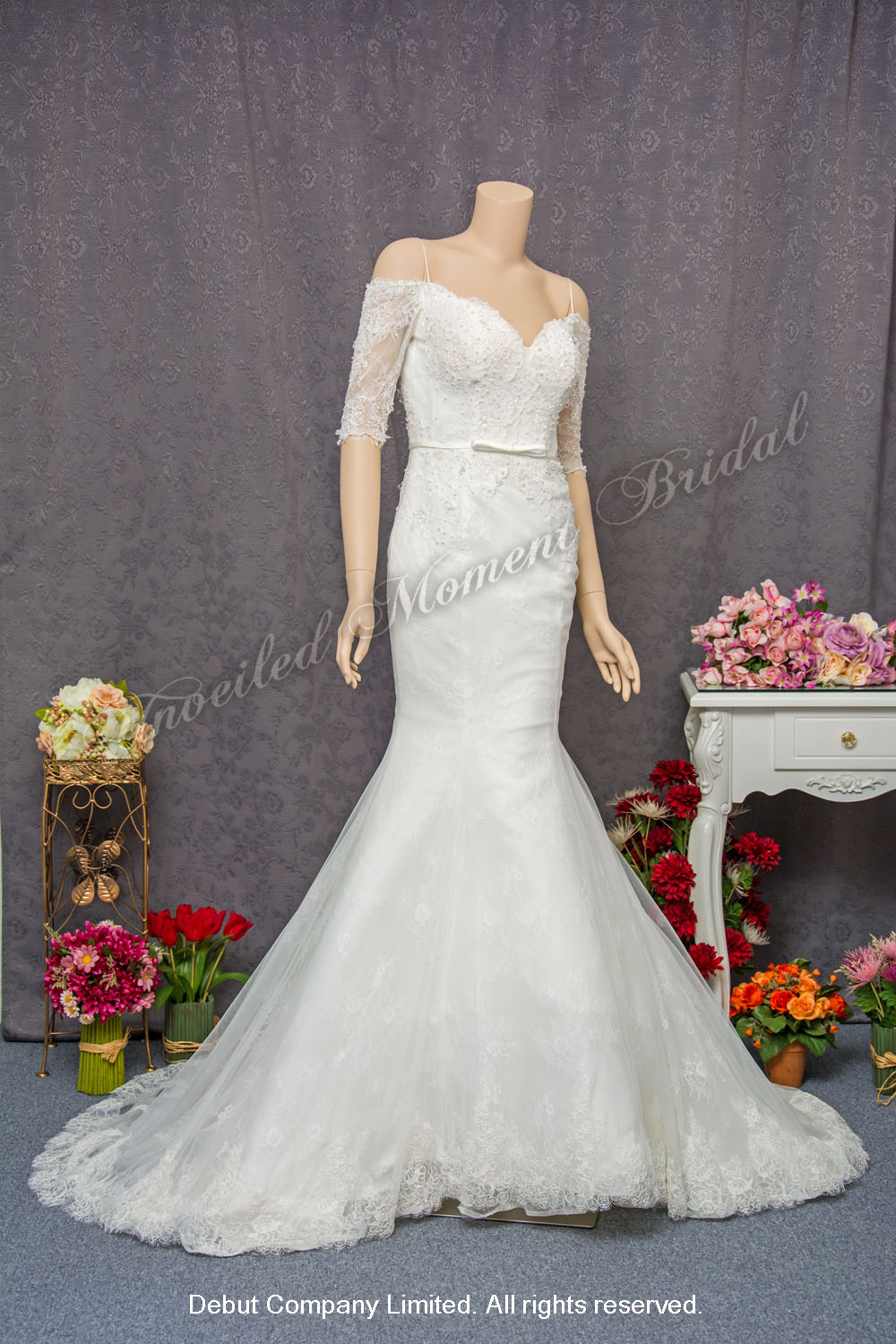 Off-the-shoulder, quarter-sleeved, deep-V neckline, V-shape low back lace embellishment, mermaid wedding dress with a court train. 跌膊中袖, 大V領口, 大露背, 蕾絲釘珠, 美背魚尾婚紗