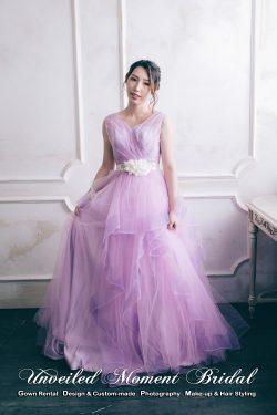 無袖V領, 露背, 釘珠, 立體花腰飾, 皺褶裙擺晚裝 Sleeveless, V-neckline, low V-back evening gown, pleated bodice and waistline, lightly ruffled skirt, contrasting flower brooch. Colour:Light Purple