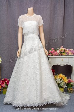 Empire waistline A-line wedding dress with lace embellishments, a brush train, and a detachable lace overlay top. 無肩帶low-cut, 高腰款, A-line, 蕾絲釘珠, 可拆式短袖蕾絲披肩, 拖尾婚紗