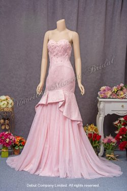 Strapless, trumpet-style, lace evening gown with a sweetheart neckline beaded bodice. Colour: Pink. 無肩帶 low-cut, 喇叭款, 心形領口蕾絲釘珠, 粉紅色晚裝裙