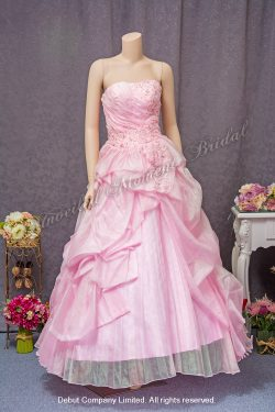 Strapless evening gown with embellishments, tufts, and a lightly-pleated inset. Colour: Pink. 無肩帶low-cut, 蕾絲釘珠, 立體皺褶裙擺, 粉紅色公主傘裙晚裝