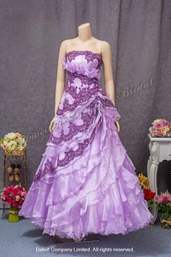 Strapless, ruffled evening gown embellished with beaded dark purple lace applique. Colour: Light Purple and Dark Purple. 無肩帶 low-cut, 荷葉邊設計, 深紫色釘珠蕾絲, 粉紫色晚裝傘裙