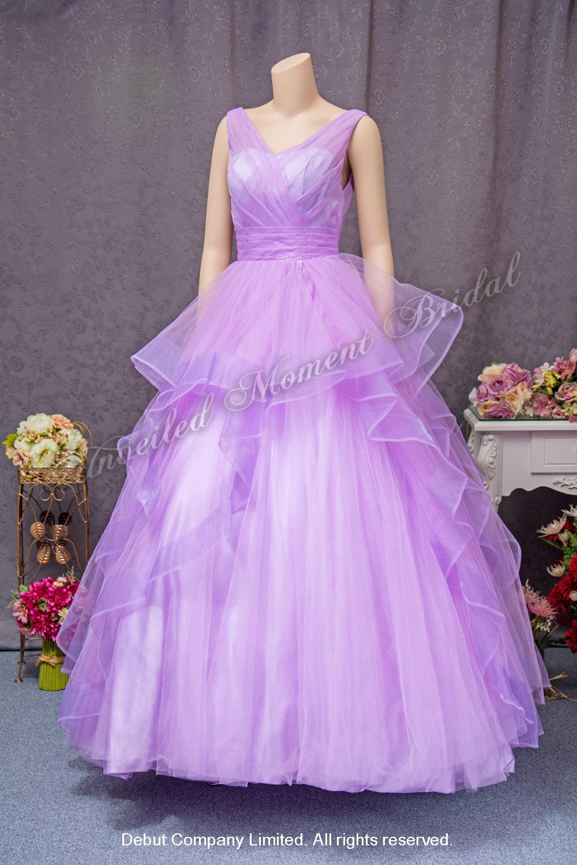 Sleeveless, V-neckline, low V-back evening gown, pleated bodice and waistline, lightly ruffled skirt. Colour: Light Purple. 無袖V領, 露背, 釘珠, 皺褶裙擺晚裝