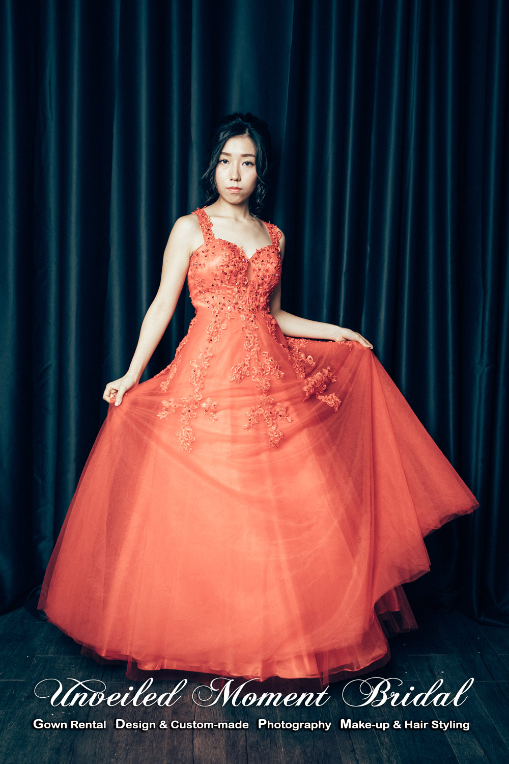 Spaghetti Straps, Low-back, see-through, ball evening dress with sweet heart neckline and lace embellishments. Colour: Red. 蕾絲釘珠, 心形胸, 透視美背, 紅色公主傘裙晚裝