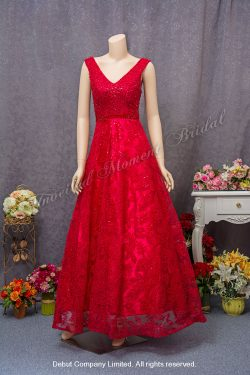 Sleeveless, V-shape neckline, A-line evening dress with lace and beadings. Colour: Red. 無袖款, V領, 蕾絲釘珠, A型剪裁, 紅色晩裝