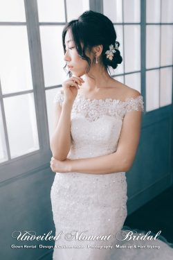 Off-the-shoulder mermaid bridal dress with lace applique embellishments. 一字膊, 蕾絲釘珠, 魚尾款婚紗