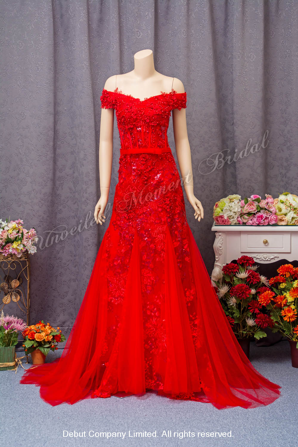 Off-the-shoulder, beaded lace appliques, sweep train, mermaid evening dress. Colour: Red 一字膊, 蕾絲釘珠, 小拖尾, 魚尾款紅色晩裝