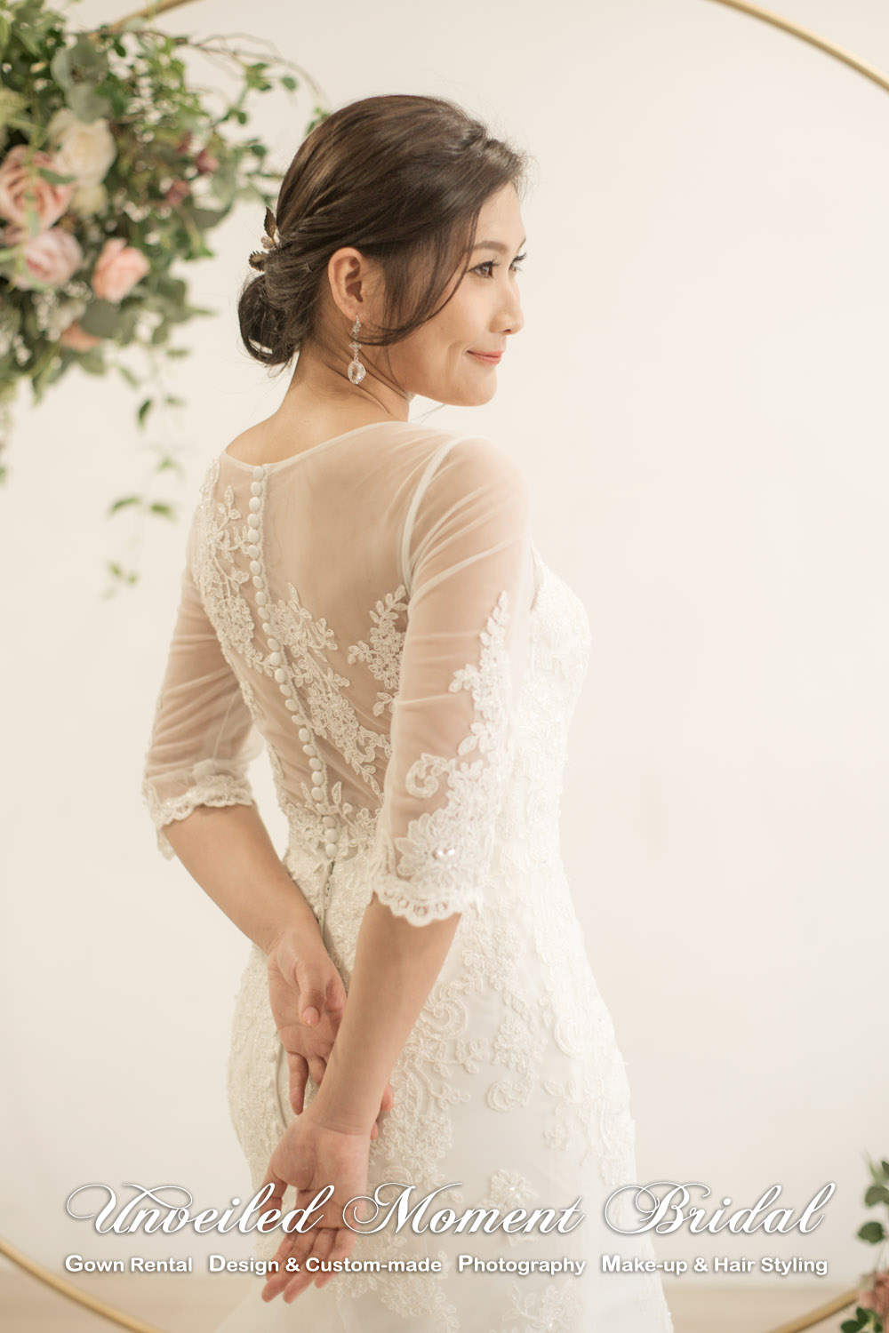 3/4 sleeves, mermaid vintage wedding dress with sweetheart and see-through boat neckline, see-through low back and decorated with lace appliques cathedral train. 中袖, 心形胸, 透視薄紗圓領, 蕾絲釘珠, 透視美背, 宮廷蕾絲花邊拖尾, 復古魚尾款婚紗