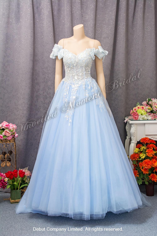 Off-the-shoulder, V-shape neckline, floor-length, Corset-style evening dress with lace applique embellishments bodice. Colour: Sky blue. 一字肩, V領, 蕾絲釘珠, 束衣款天藍色晚裝