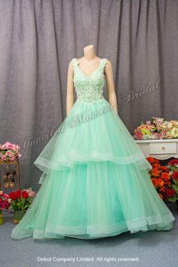 Sleeveless, V-shape neckline, ruffled skirt, lace embellishments, low-back, ball gown evening dress. Colour: Mint Green. 無袖款, V領, 褶邊裙擺, 蕾絲釘珠, 露背, 薄荷綠色傘裙晚裝
